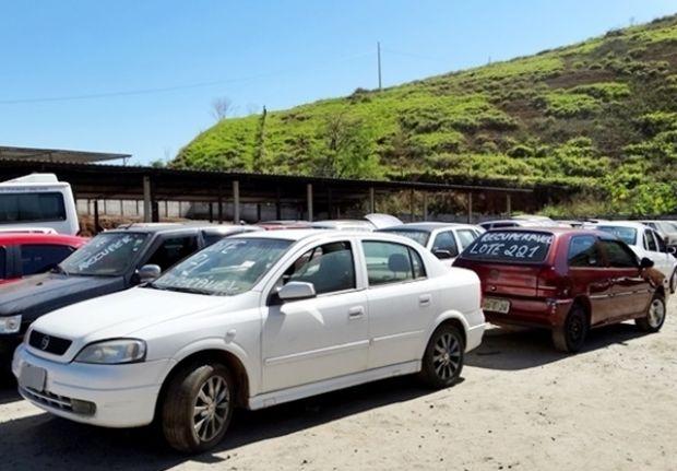 Cerca de 500 veículos apreendidos vão a leilão em Muriaé no dia 15 de dezembro
