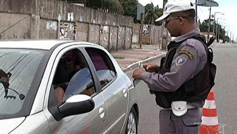 Filho de militar deixa blitz no Maranhão dirigindo carro da PM