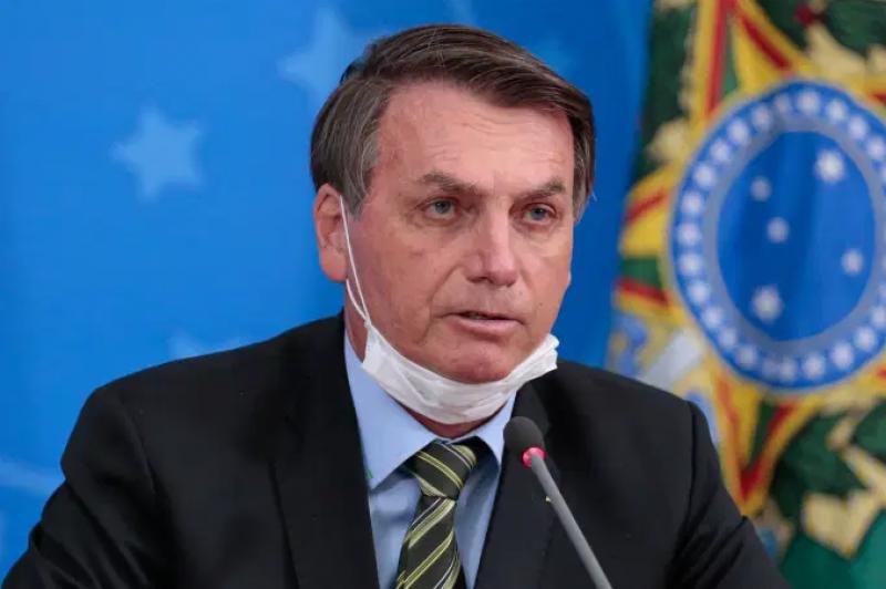 Bolsonaro revoga artigo que permitia suspender contrato de trabalho