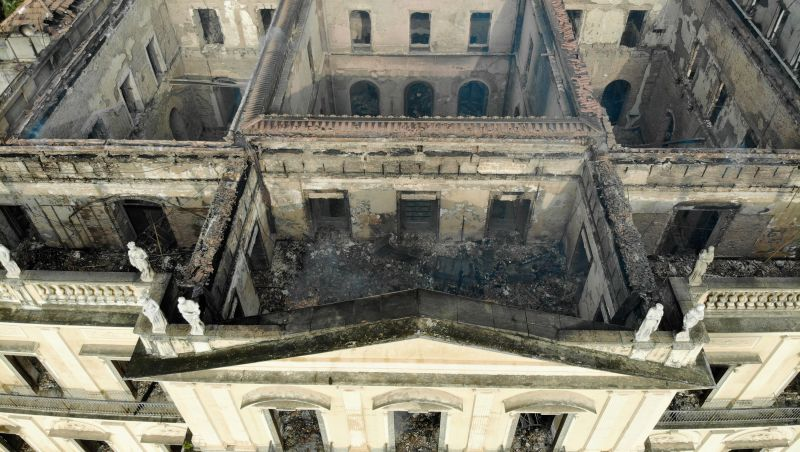 MEC poderá ampliar ajuda ao Museu Nacional para até R$ 12 milhões