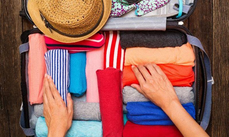 Como montar a mala de viagem perfeita para a praia ou um destino de inverno