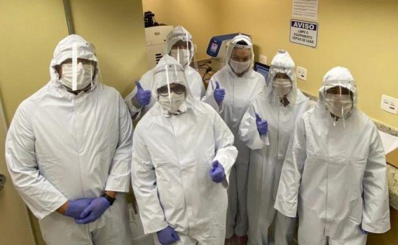 UFJF recebe doação de macacões de segurança para coletas e testes de Covid-19