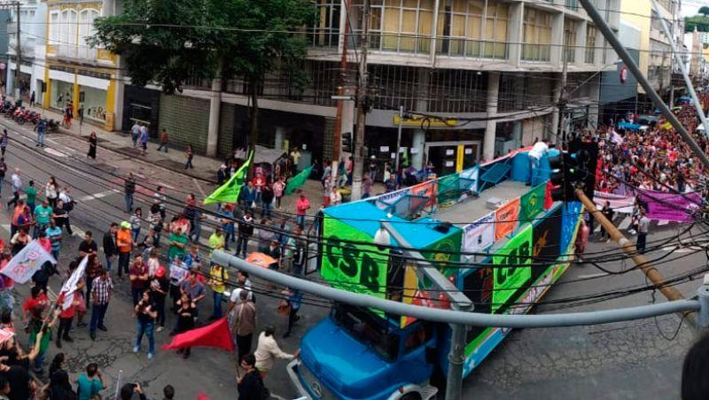 Juiz-foranos protestam contra Reforma da Previdência