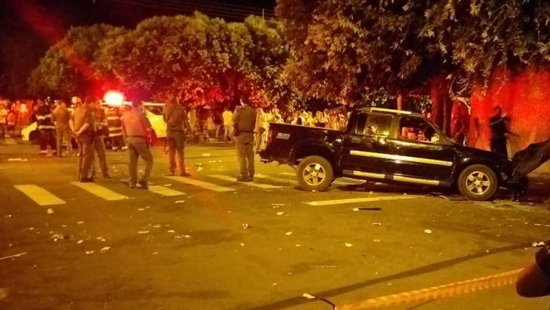 Motorista atropela 17 pessoas em bar e mata dois no interior de SP