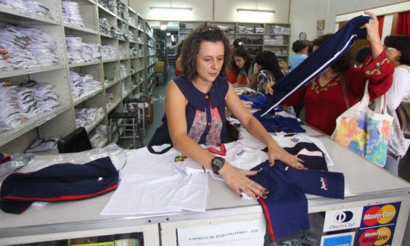 Escolas podem ser impedidas de direcionar compra de uniformes