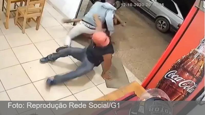 Motoboy reage a ameaça, bate em dois em Ouro Branco, na Região Central de MG, e vídeo de briga viraliza