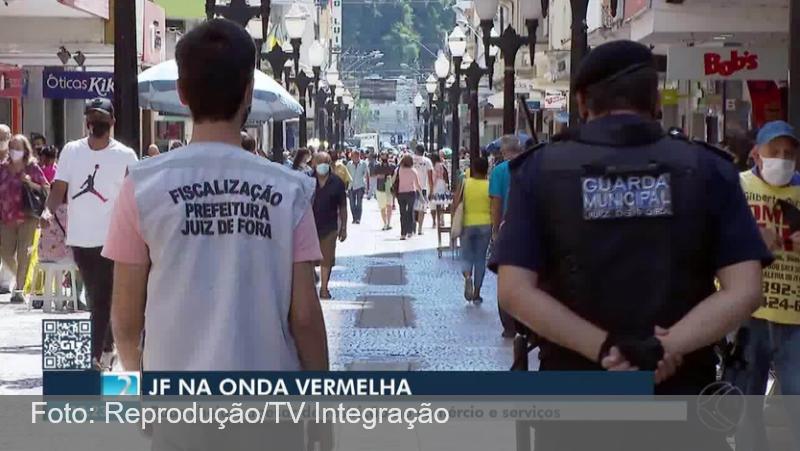 No primeiro dia de retorno à Onda Vermelha, Juiz de Fora registra ruas cheias