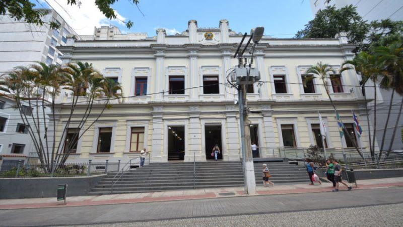Doze vereadores juiz-foranos trocam de partido