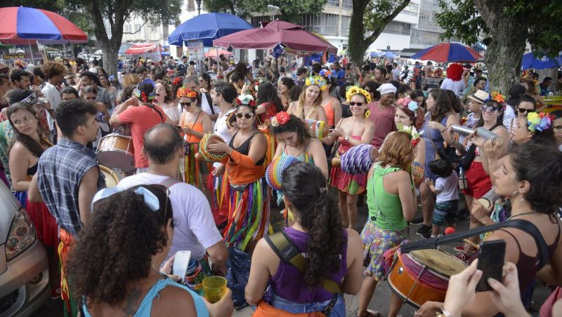 Blocos de carnaval no Rio reuniram mais de 150 mil foliões no sábado