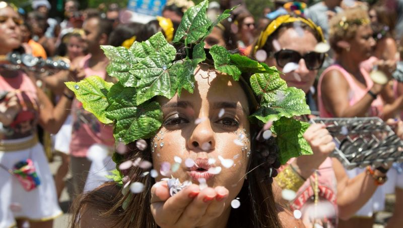 Blocos e ensaios técnicos antecipam carnaval do Rio