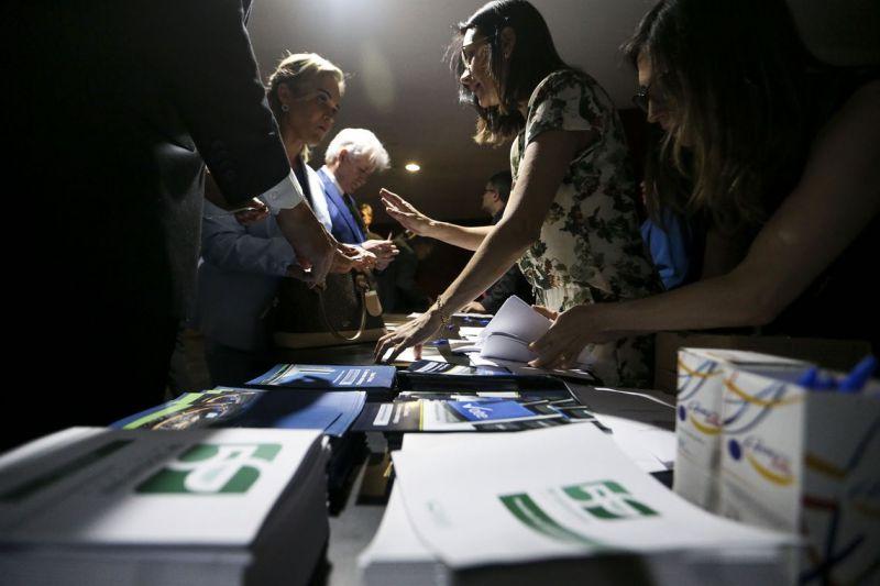 Candidatos à direção da Câmara fazem campanha