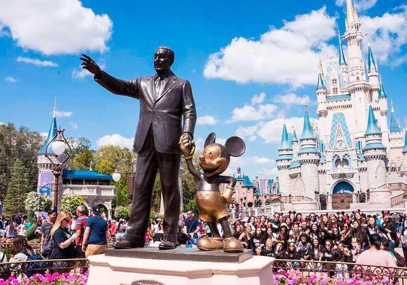 Empresa tira onda com o vacilo de Guedes e vai sortear uma viagem para a Disney entre as domésticas