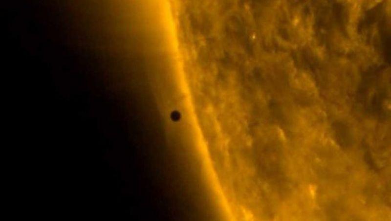 Passagem de Mercúrio em frente ao Sol cria mini eclipse