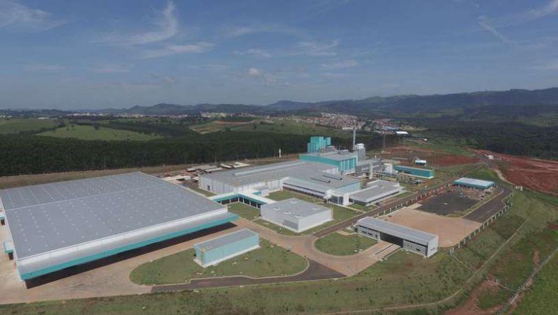 Terceira maior fabricante de embalagens de vidro do mundo inaugura unidade em MG