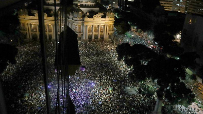Atos no Brasil e em outros países homenageiam vereadora e pedem punição