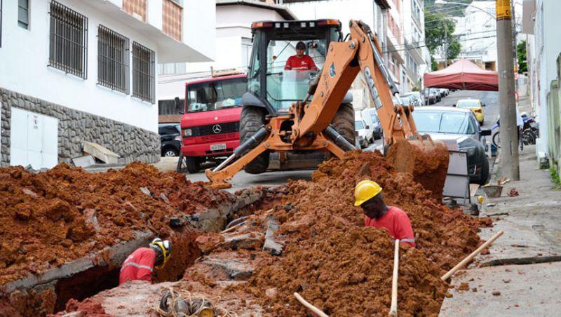 Cesama remodela mais 90 metros de redes de esgoto no Centro de Juiz de Fora