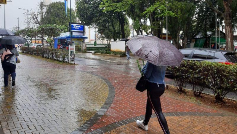 Frente fria chega no fim de semana e traz chuvas para a Zona da Mata e Campo das Vertentes
