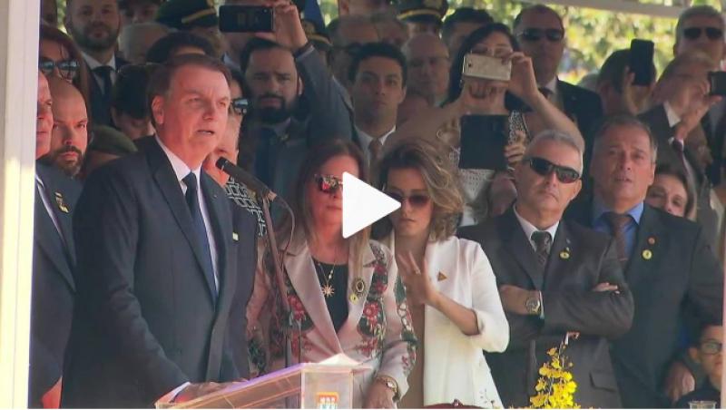 Precisamos da mídia para que 'democracia não se apague', diz Bolsonaro