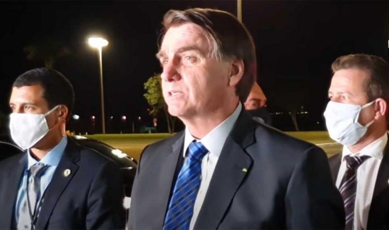 """Auxílio Emergencial: """"está quase certa a 4ª e a 5ª parcela"""", diz Bolsonaro"""