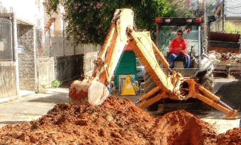 Cesama substitui rede de esgoto na Avenida Juiz de Fora e trânsito é alterado