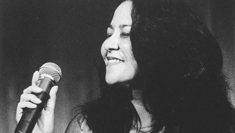 Morre, aos 62 anos, a cantora Claudia Telles, filha de ícone da bossa nova