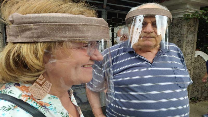 Casal gasta R$ 2 para fazer máscara: 'Fiz em fevereiro e começamos a usar'