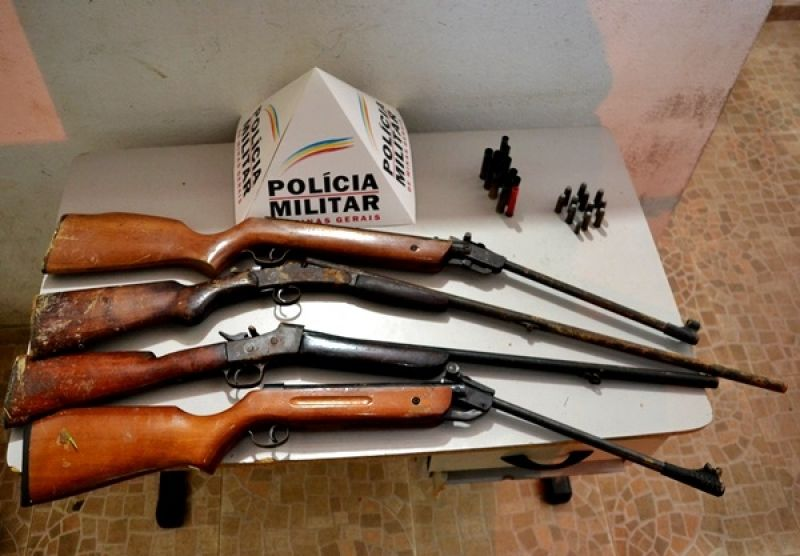 PM de Muriaé apreende armas após denúncia de violência contra a mulher