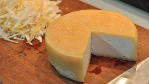 Governo e produtores brigam por regulamentação do queijo mineiro