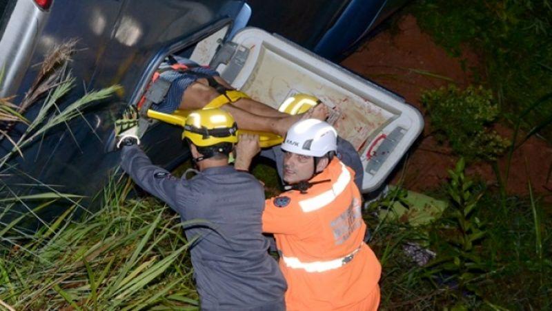 BR-116: colisão entre carreta e ônibus deixa quase 50 feridos em Muriaé