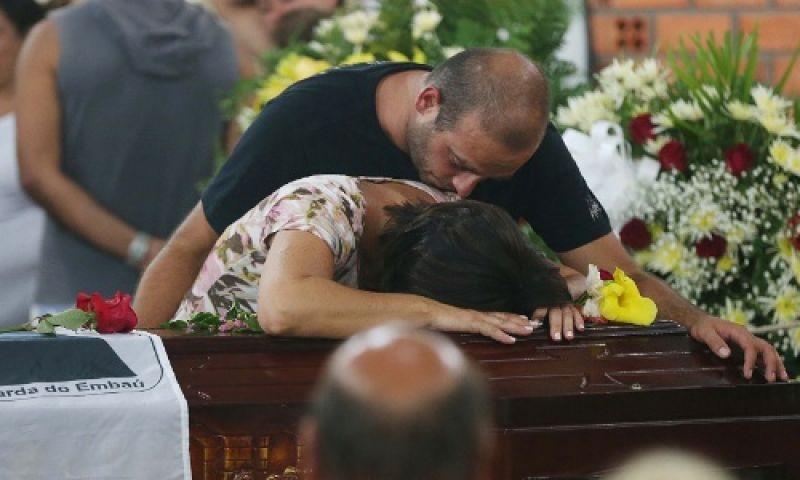 Solidão no luto: pesquisa inédita mostra dificuldades dos brasileiros para lidar com a morte