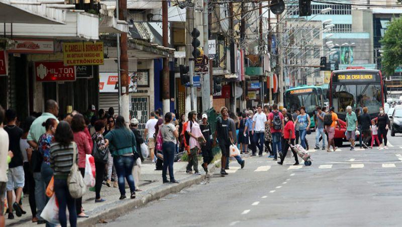Movimento nas ruas de JF cresce e coloca prevenção contra o coronavírus em xeque