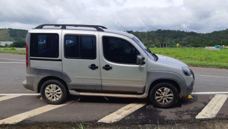 Corpo é encontrado dentro de carro na BR-040 em Juiz de Fora