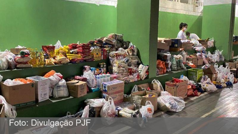 """Três toneladas de doações são arrecadadas no primeiro dia de ação da campanha """"Juiz de Fora Solidária"""""""