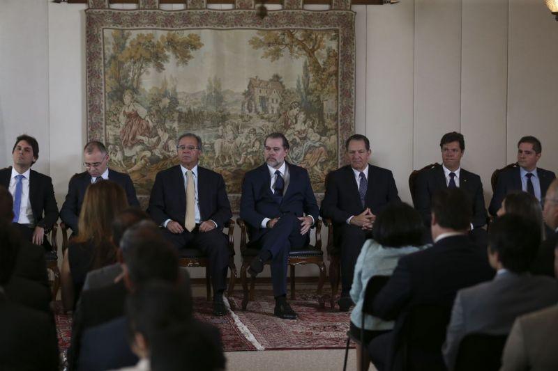 Judiciário e governo buscam reduzir milhões de ações contra o INSS