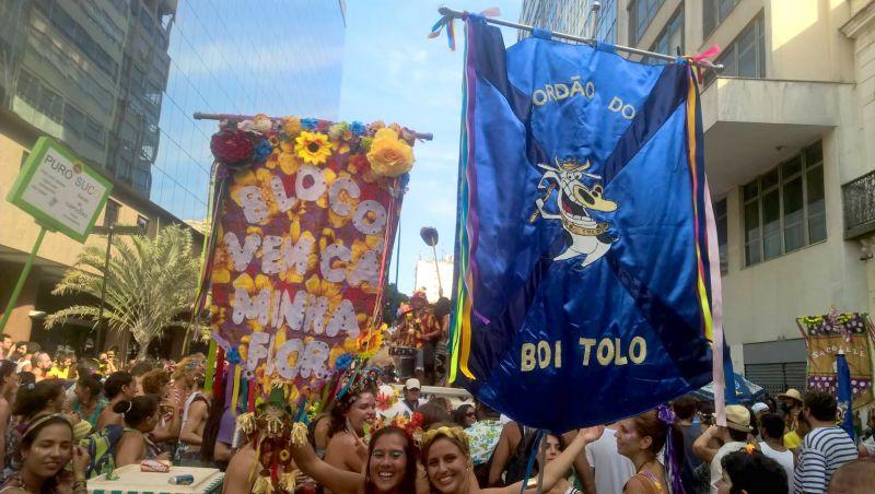 Abertura não oficial do carnaval leva foliões ao centro do Rio
