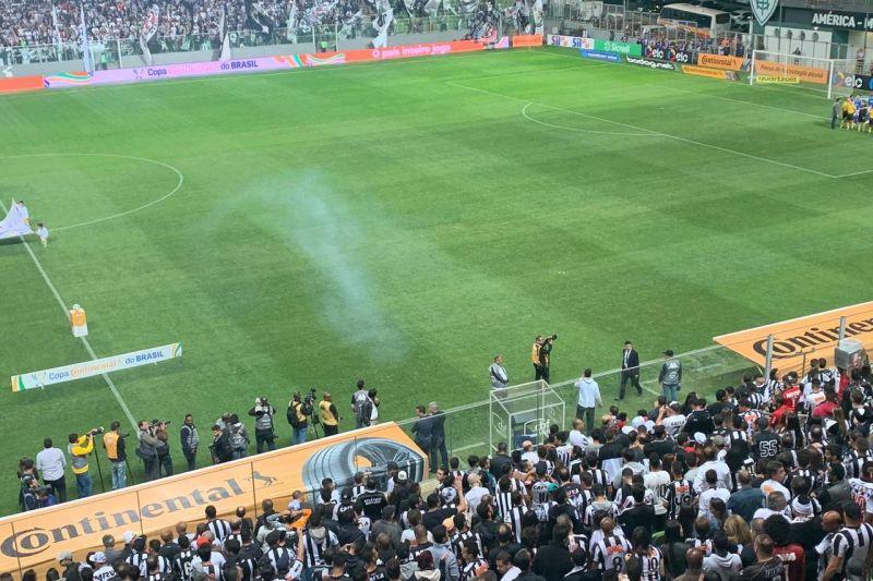 Tiros, porrada, bombas e torcedores presos após o clássico Atlético X Cruzeiro