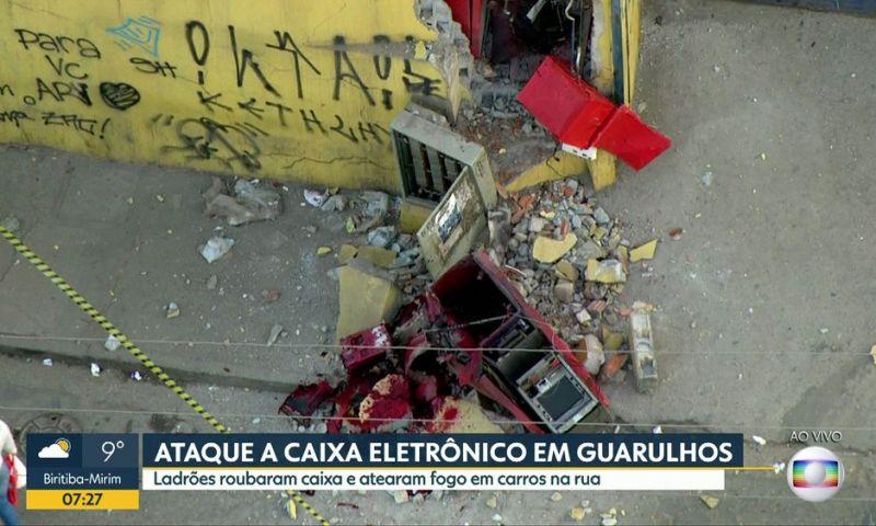 Grupo explode caixas eletrônicos em supermercado de SP