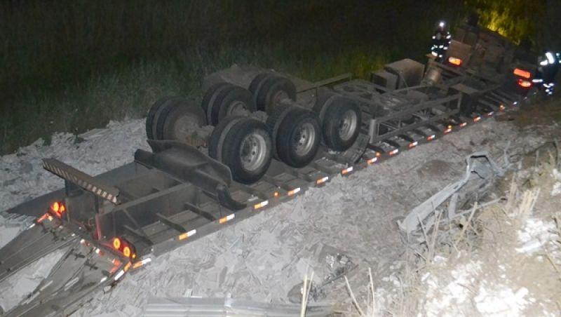 Carreta capota na BR-116 em Muriaé e motorista morre no local