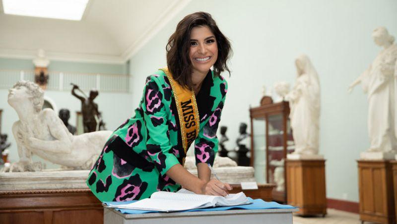 "Miss Brasil realiza ensaio fotográfico no Museu ""Mariano Procópio"""