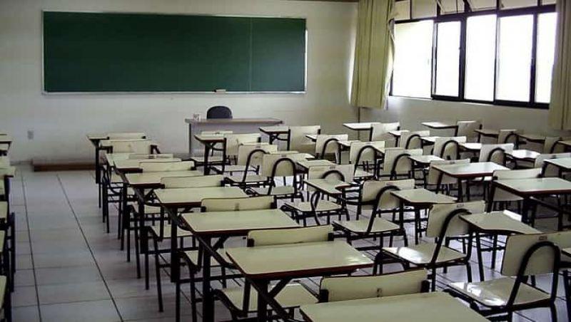 Escolas de Minas Gerais vão poder terminar atual ano letivo em 2021