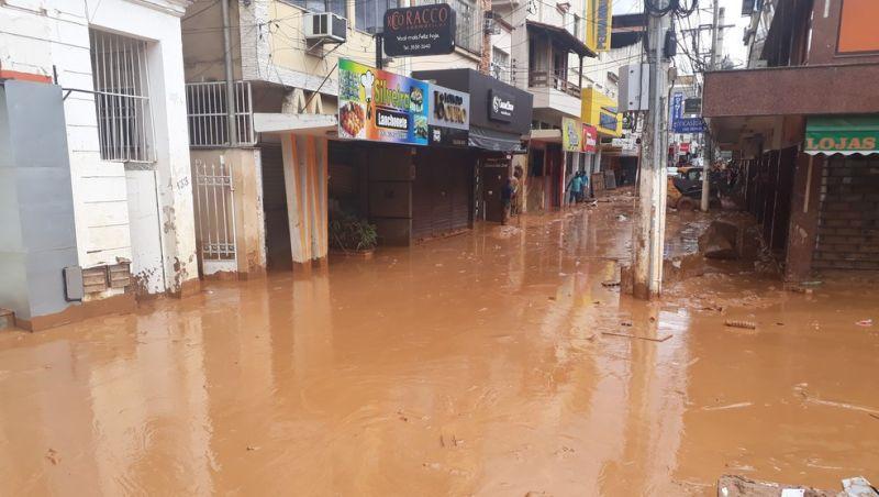 Mais de 400 pessoas estão desalojadas após forte chuva em Ubá