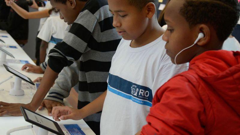 Brasil tem 4,8 milhões de crianças e adolescentes sem internet em casa
