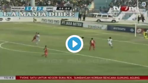 Goleiro se choca com jogador brasileiro e morre na Indonésia