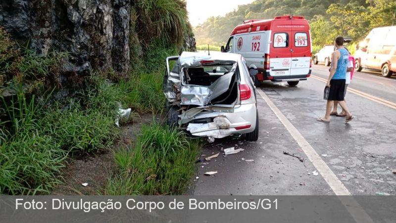 Três veículos se envolvem em engavetamento e deixam feridos na BR-265 em Barbacena