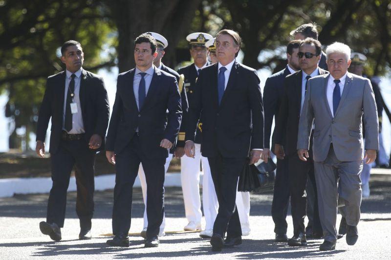 Bolsonaro ressalta atuação da Marinha em ações no país