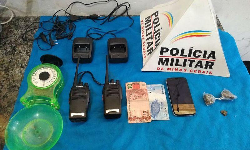 Denúncias levam PM a deter dois por tráfico de drogas em Juiz de Fora