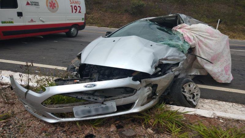 Motorista morre após acidente entre carro e caminhão na BR-267 em Bom Jardim de Minas