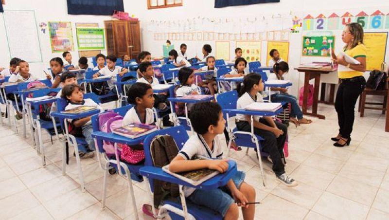 Quatro em cada 10 professores não têm formação adequada, diz ministro