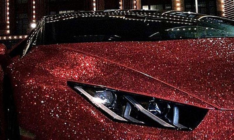 Milionária russa cobre Lamborghini com 1,3 milhão de cristais Swarovski