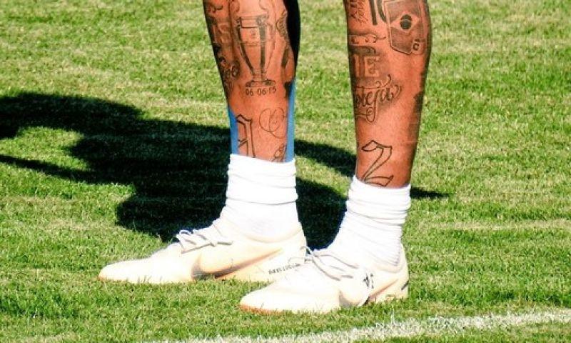 Seleção treina em Sochi; Neymar usa bandagem no pé operado; SIGA